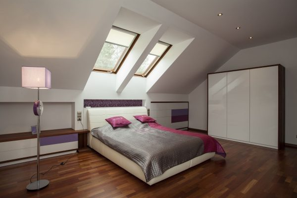 Bed-under-skylights-600x400 Indoor Skylights: 37 Beautiful Examples To Tempt You To Have One For Yourself