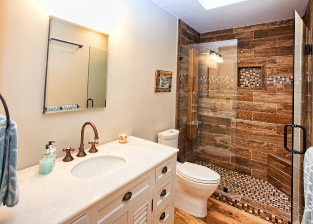 White Bathrooms Remodeling With Exclusive Bath Tub And Double Vanity Units Sink Mirrors Plus