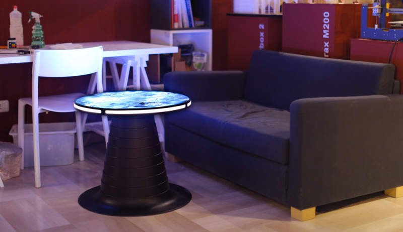 microcromo coffee table transforms into