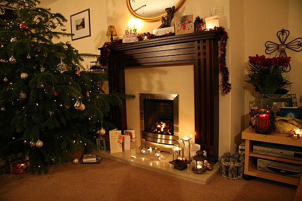 How To Decorate A Christmas Tree On Budget