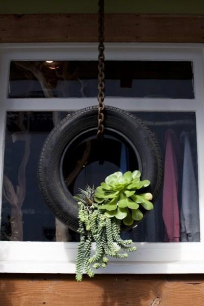 vecchio pneumatico trasformato in fioriera