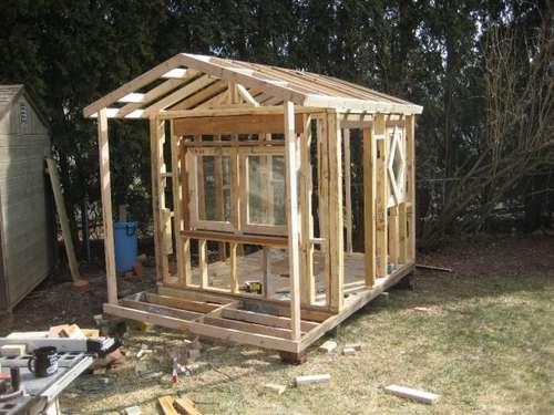 casetta di legno fai da te per il giardino