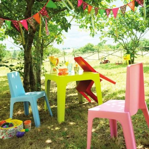 tavolo colorato per il giardino