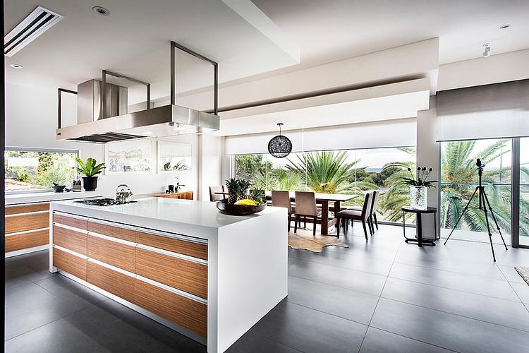 Modern Rectangular House Impresses With A Splendid