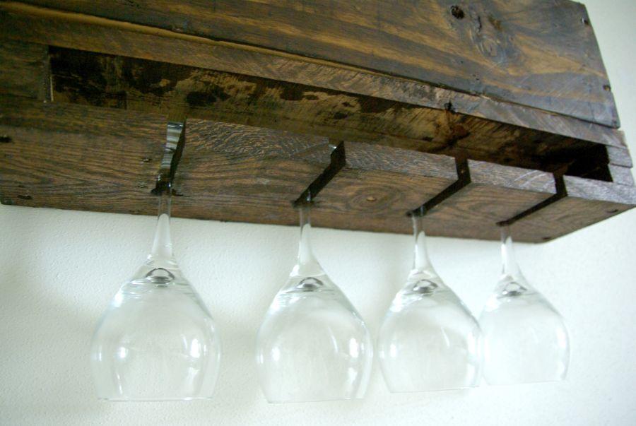diy wall mounted wine racks made of pallets