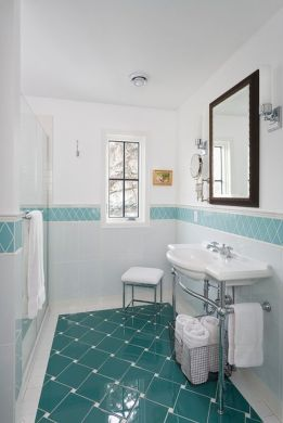 20 Functional   Stylish Bathroom Tile Ideas 9  Placement