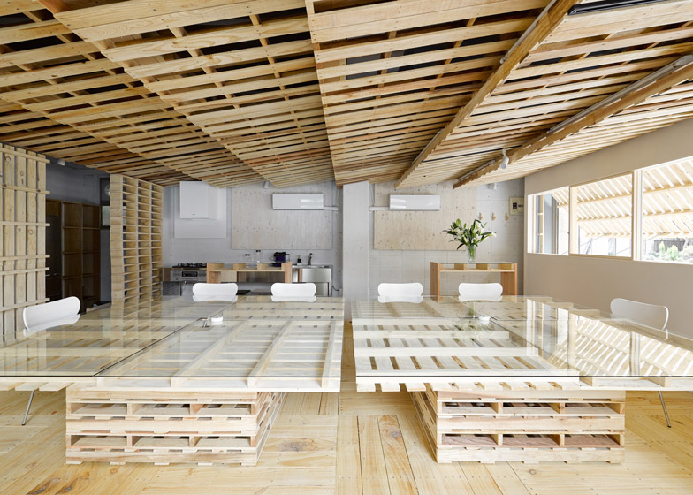 Ingenious Low Cost Renovation Of An Office Featuring Pallets