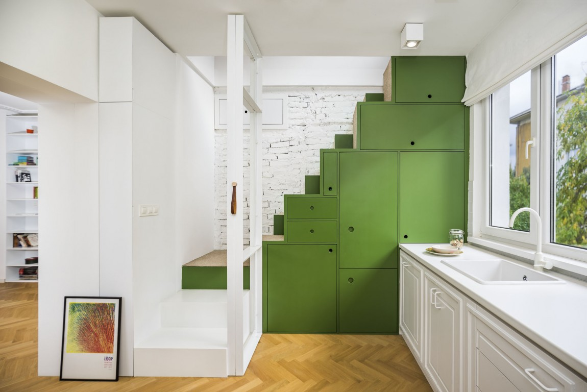 Apartment H01 kitchen staircase and storage
