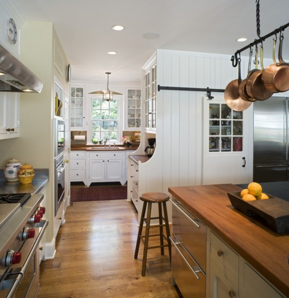 40 Elements To Utilize When Creating A Farmhouse Kitchen Pot Racks