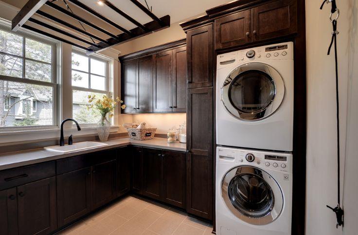 Stacked laundry washed machines