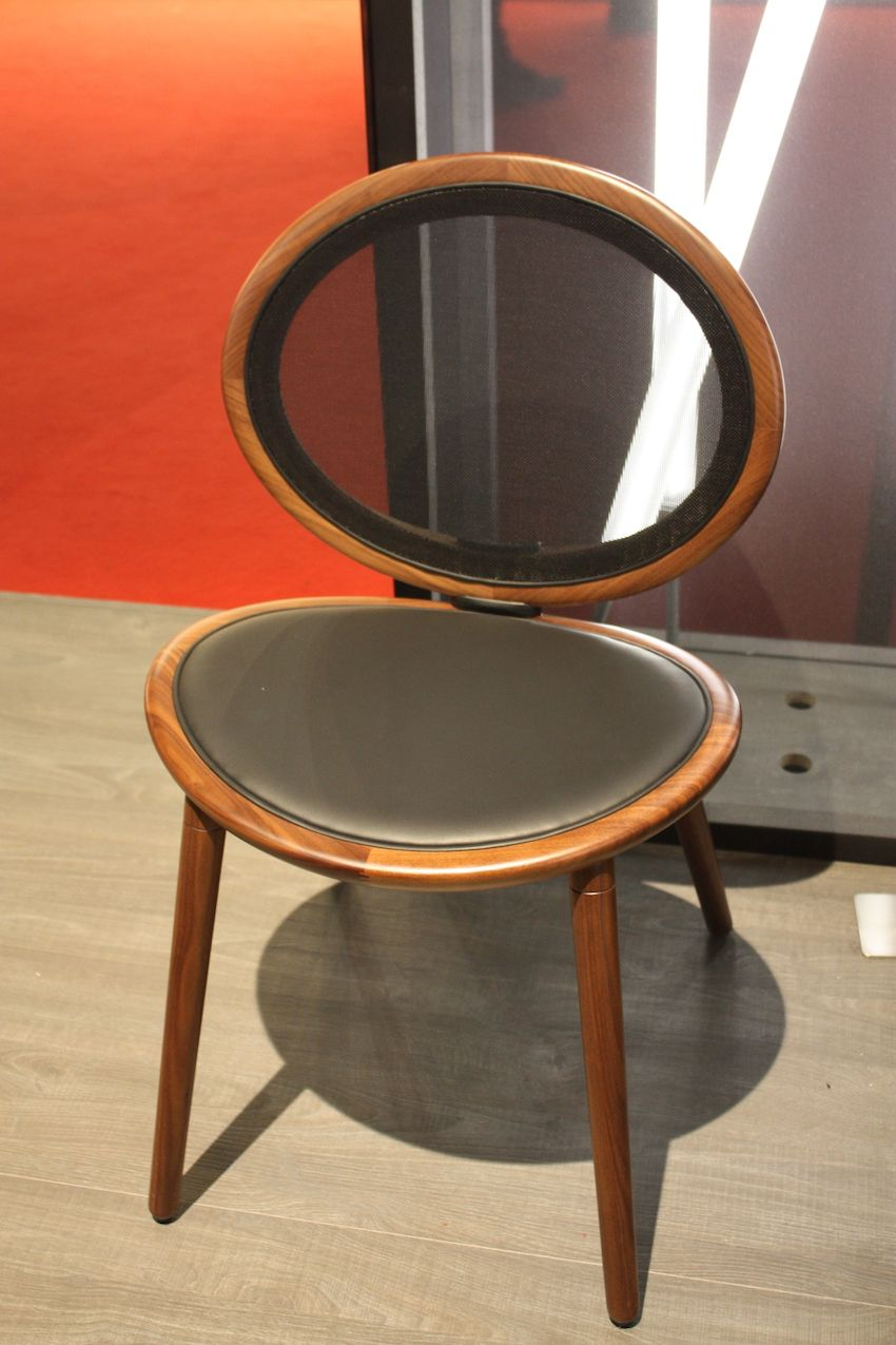 Two mirror image curved ovals come together in this simple yet stunning dining chair from Tonon called Jonathan30. The award-winning design's ovals are joined with a die-cast aluminium joint. The seat of the chair is available in 12 different colors and the solid wood base is available in American walnut or oak.
