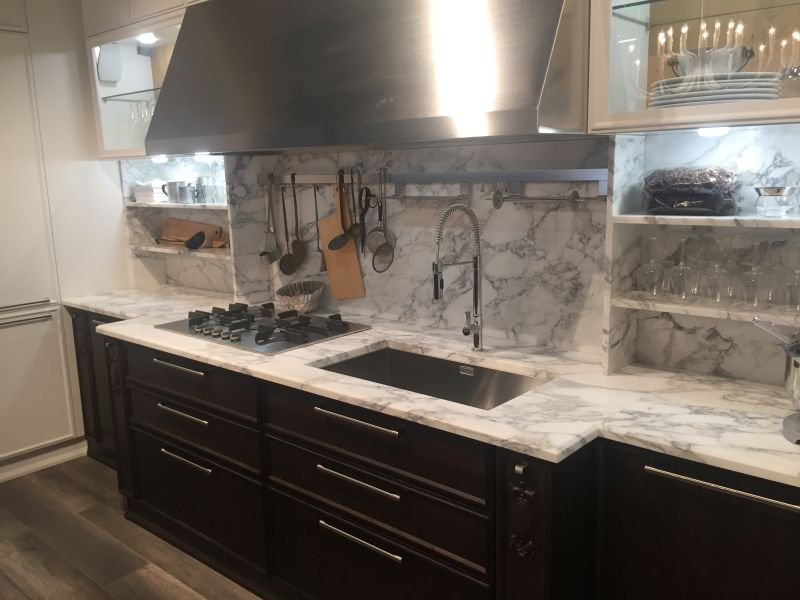 White and grey marble backsplash