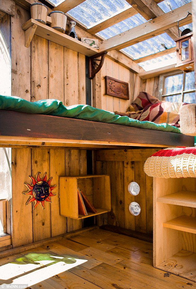 Eco-friendly micro houses made from household junk interior design