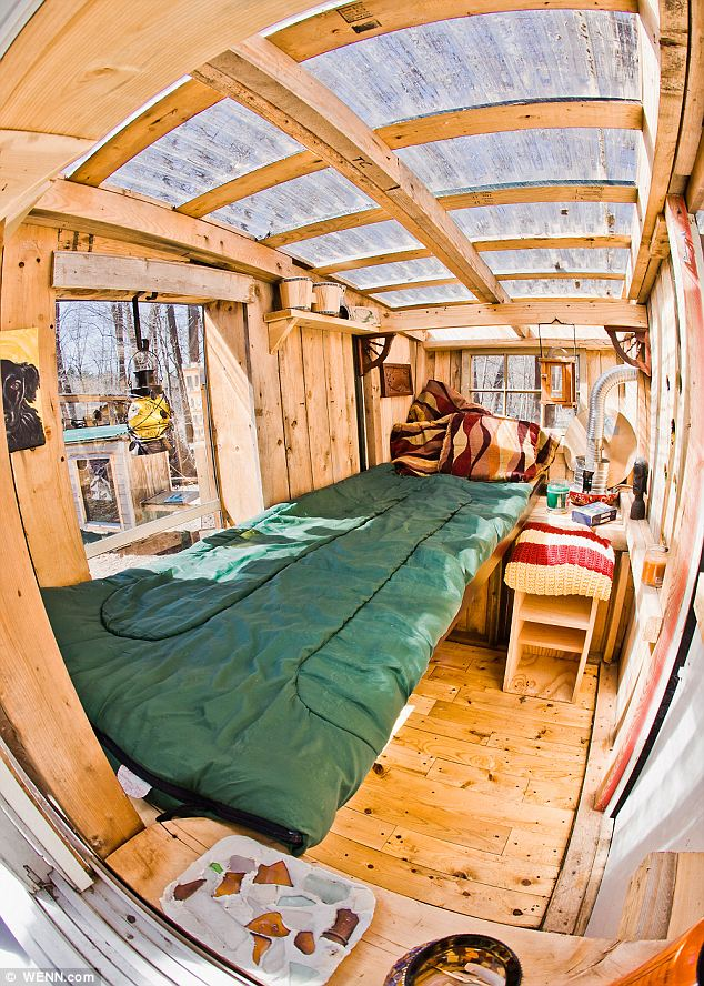 Eco-friendly micro houses made from household junk interior