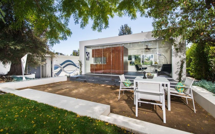 Private Residence in Bretwood California backyard