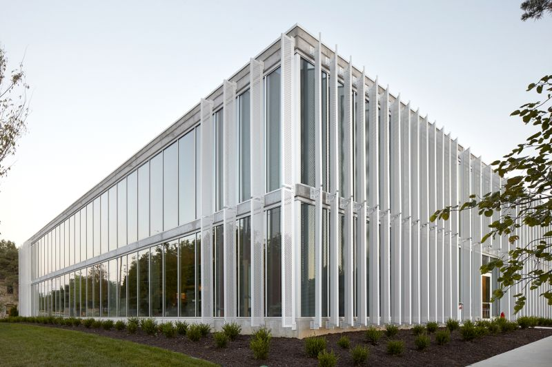 Slading facade speculative office in Leawood picture