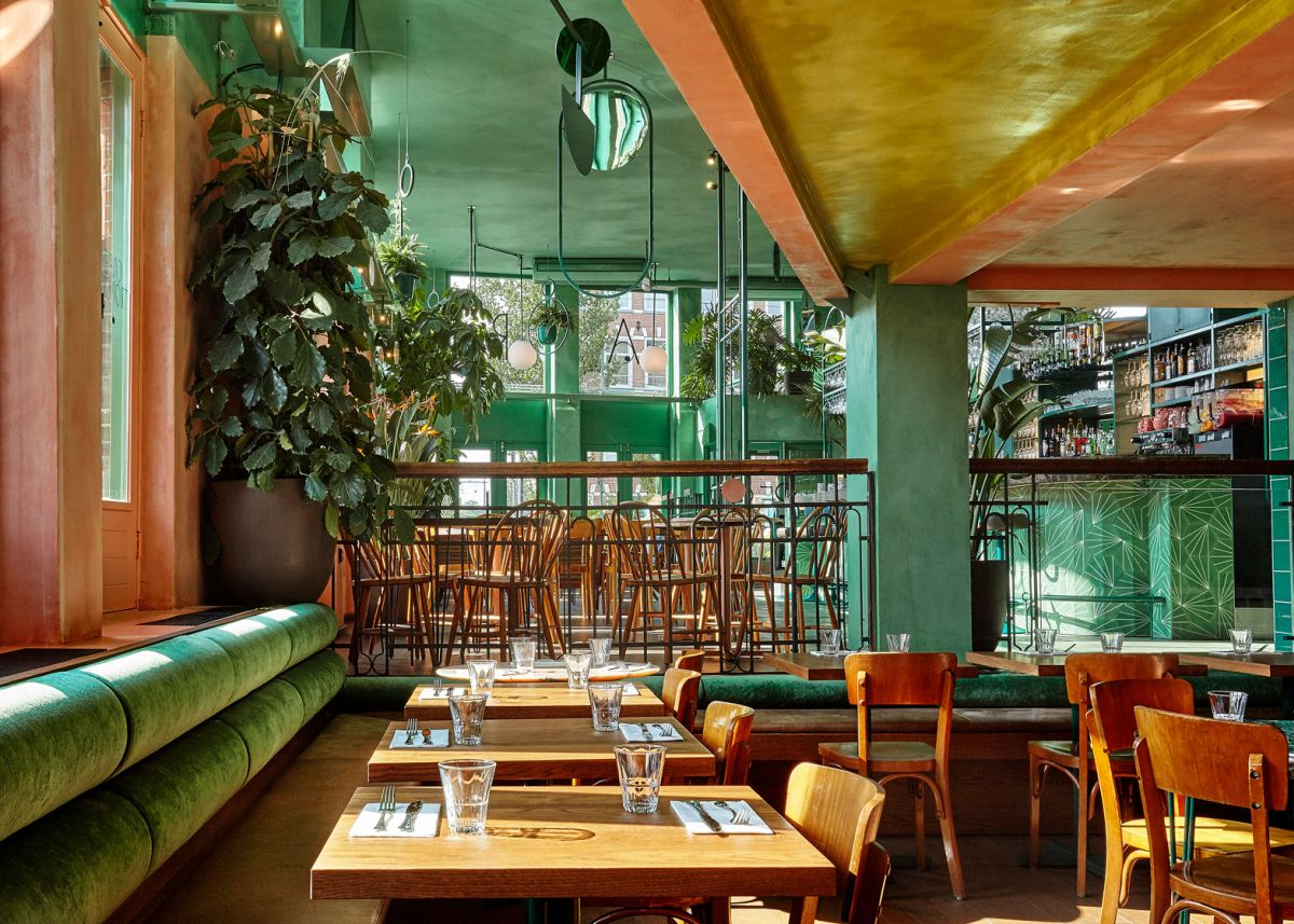 Bar Botanique Cafe Tropique Tables