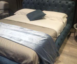 Blue tufted leader bed design
