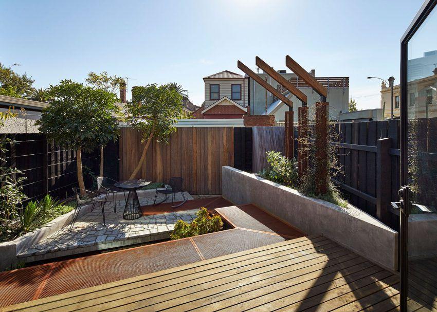 Contemporary Home in Carlton North, Australia small outdoor space