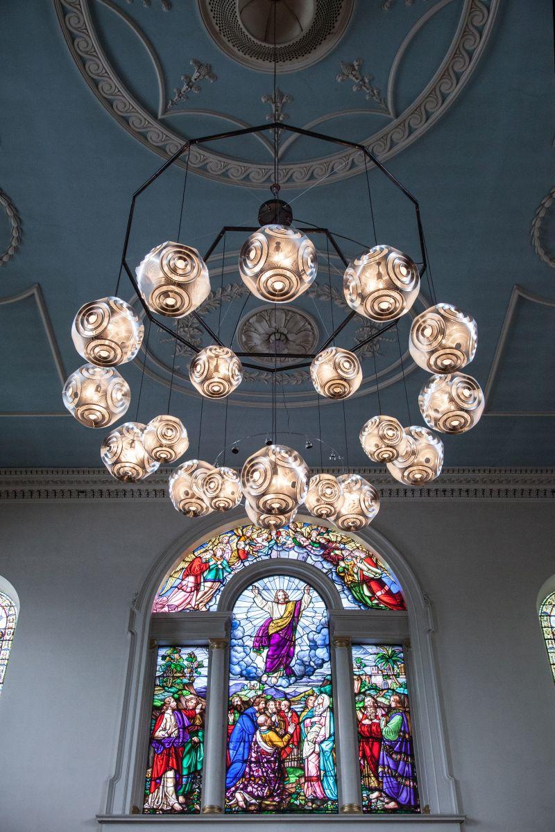 Curve pendant light from Tom Dixon - create a modern chandelier