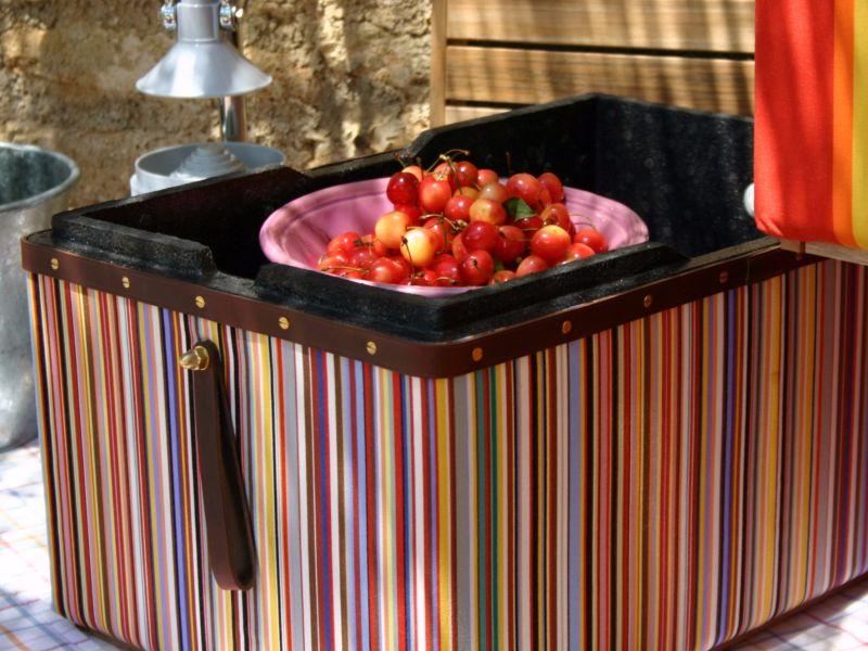 Sofra gibi kullanılan ve yiyecekleri taze tutan taze kutu