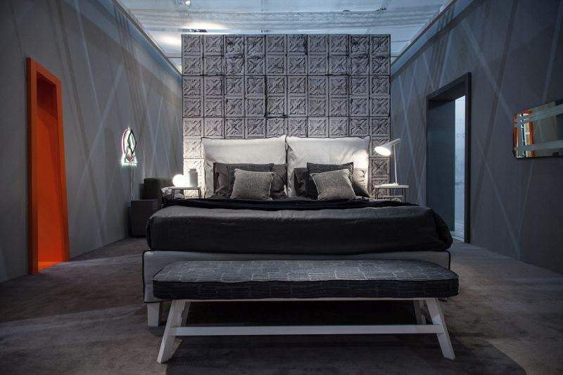 Gray bedroom design wih a orange door