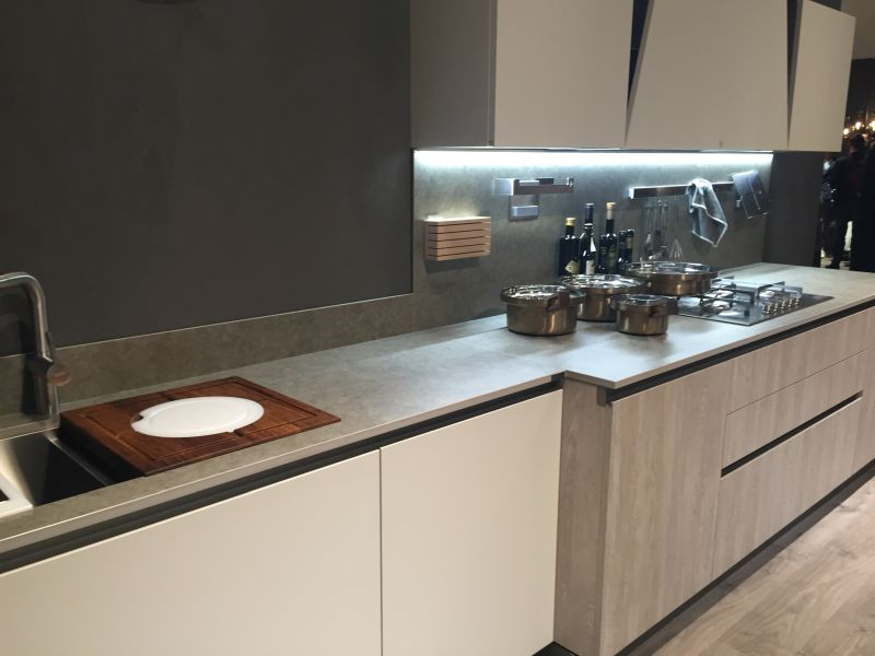 Kitchen hood with High-Efficiency LED Lighting