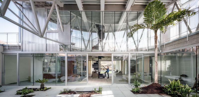 Casa Tobogan indoor plants
