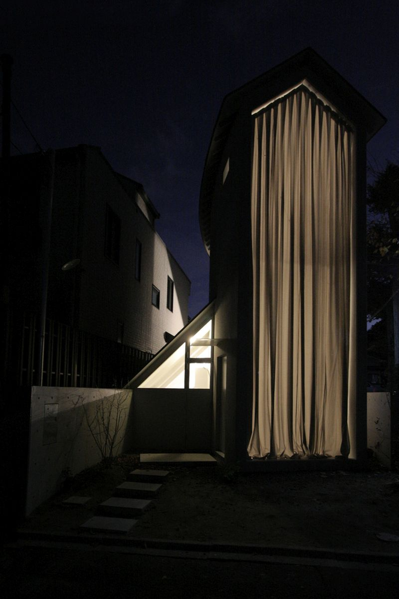 O House extension long curtain