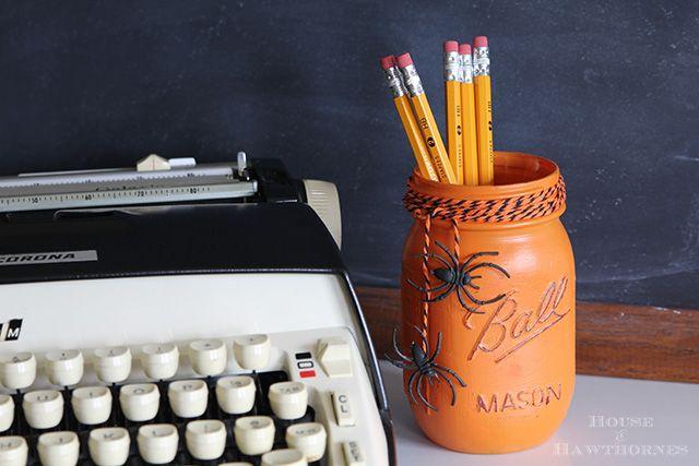 Painted mason jar halloween craft