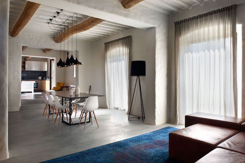 Renovated country house in Lucca dining area