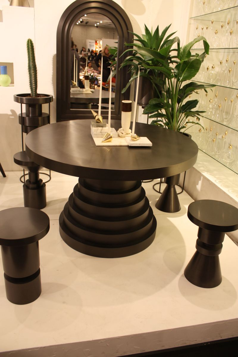 Robust black dining table