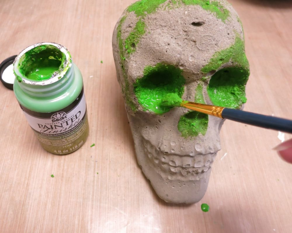 cement-skull-planter-paint-in-green