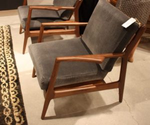 collins-chair-walnut-design