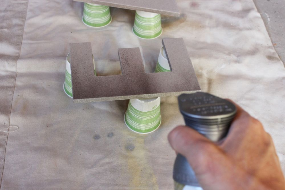diy-eat-kitchen-decor-prepare-for-spray-painting