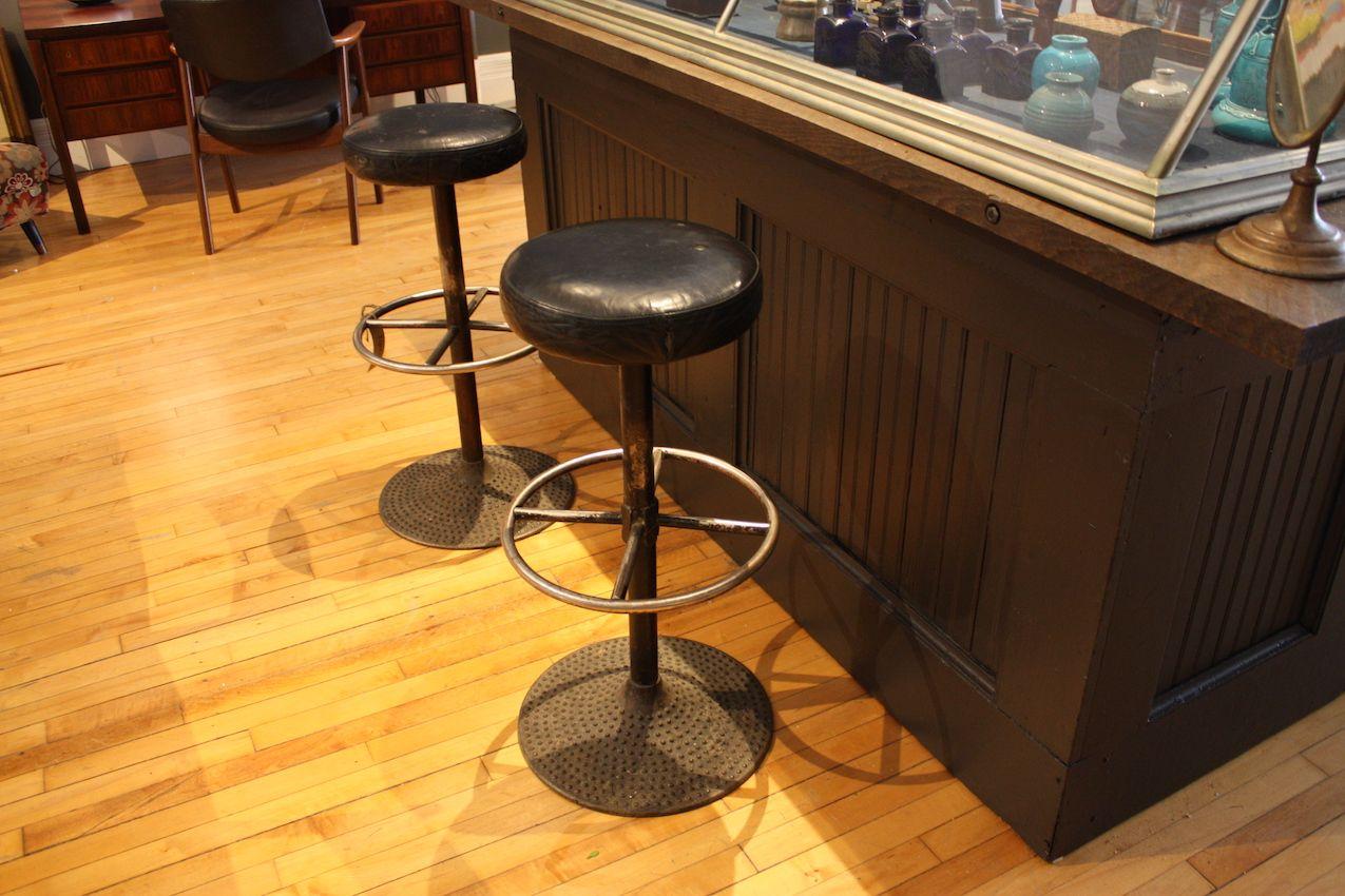 Finch retro bar stools