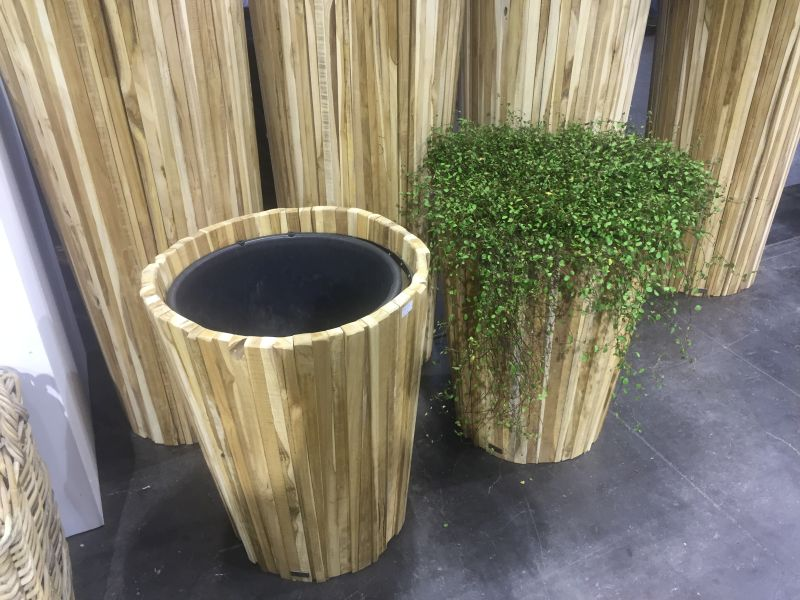 floor-rustic-wood-planter