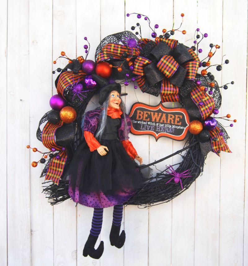 halloween-witch-wreath-decor