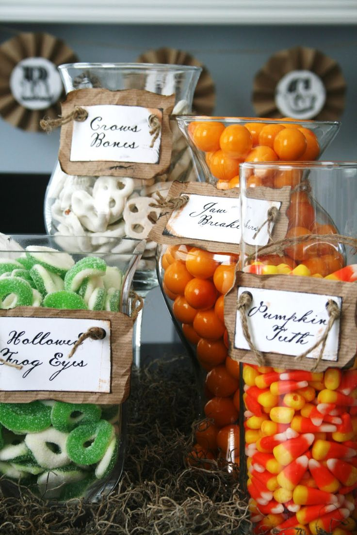 halloween-candy-display