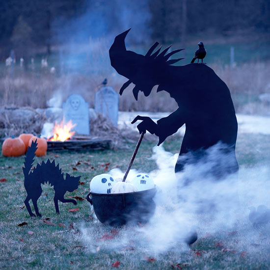 halloween-outdoor-witch-decor