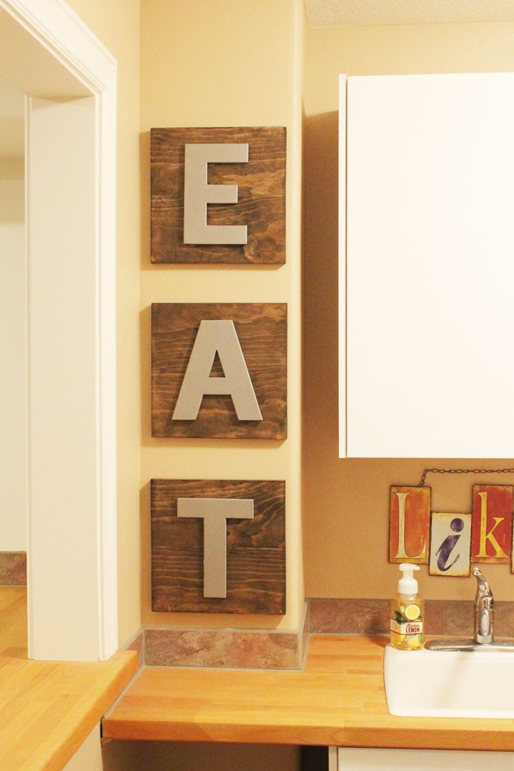 kitchen-decor-with-diy-eat-letters