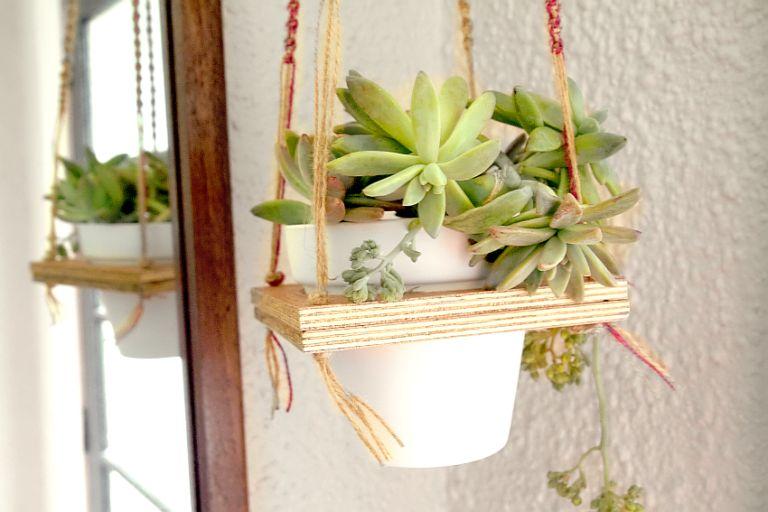 macrame-hanging-plant-shelf-diy