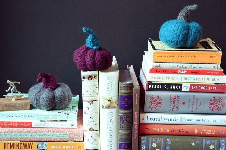 Miniature pumpkin from yarn