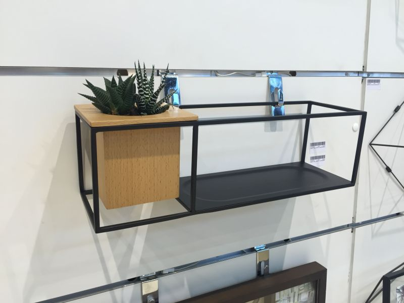 wire-shelf-with-a-wooden-planter
