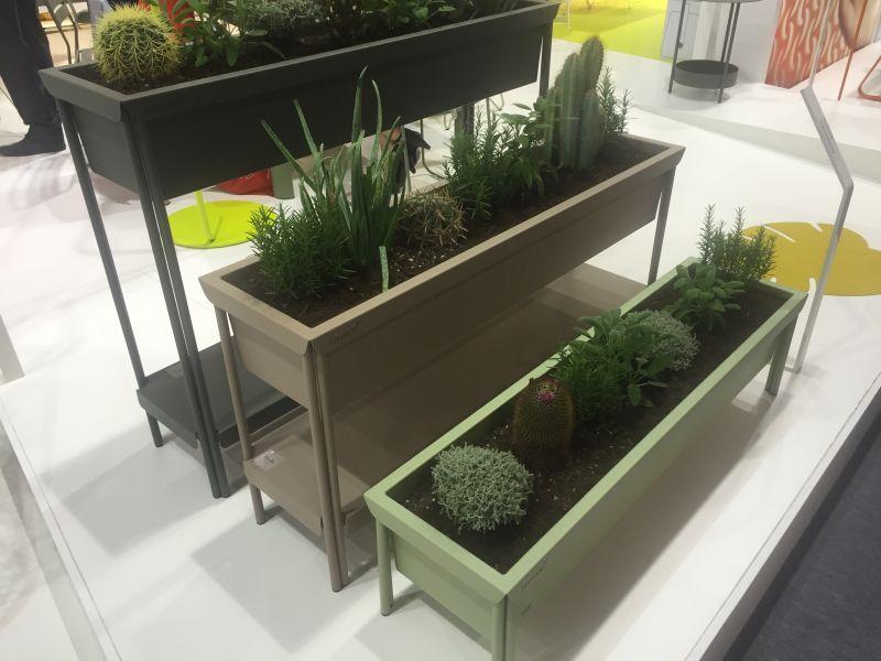 Bent metal planters