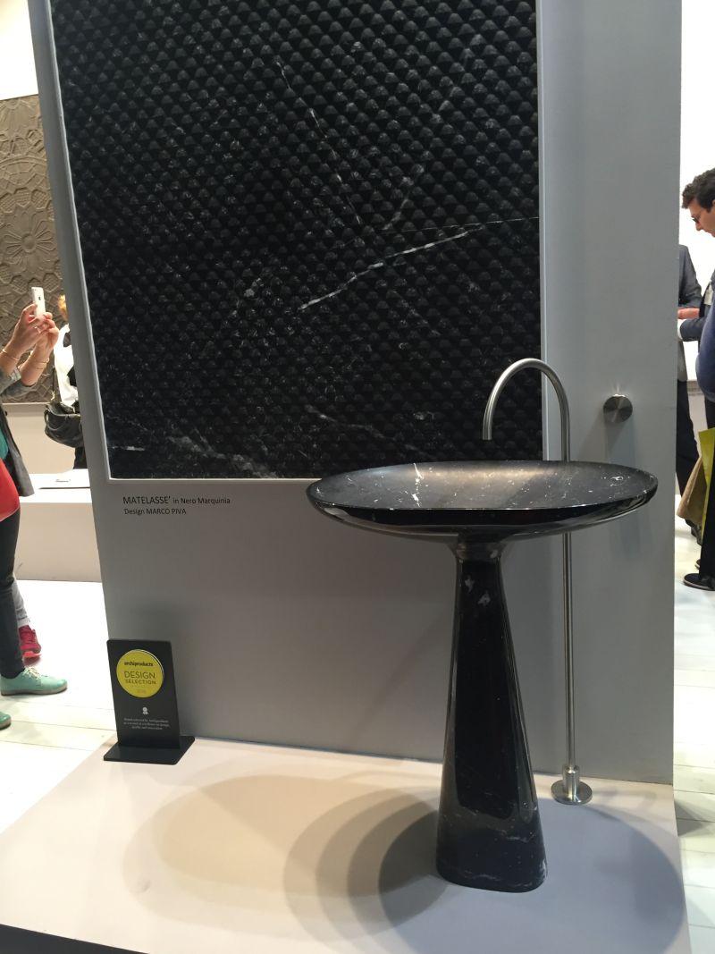 the pedestal freestanding sink makes a