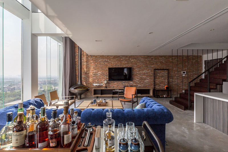 Penthouse Ecopark exposed brick wall
