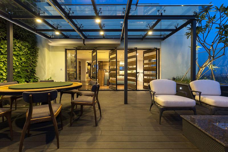 Penthouse Ecopark terrace dining area