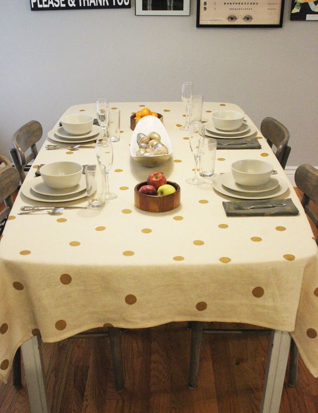 Prepare the table for Thanksgiving