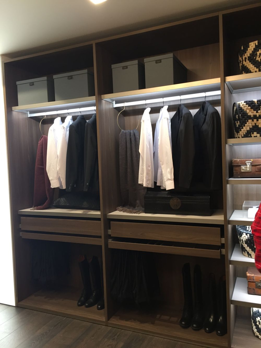Closet Systems for a better Organization